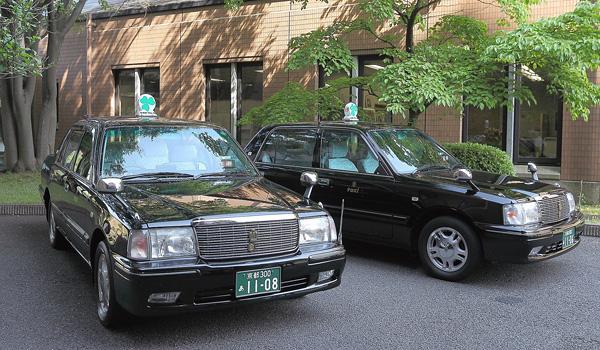 ゆったりシートの中型タクシー